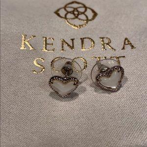 KENDRA SCOTT HEART STUD EARRINGS